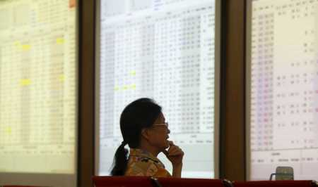 Big players hit hard by unstable stock market in Vietnam