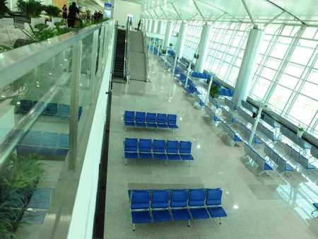 Tan Son Nhat airport puts expanded international terminal to use
