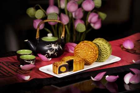 Celebrate Mid-Autumn Festival with New World Saigon mooncakes