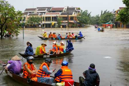 Tourists paddle to safety after Storm Damrey drowns Hoi An