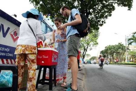 Ho Chi Minh City downtown sidewalks set for informal food courts